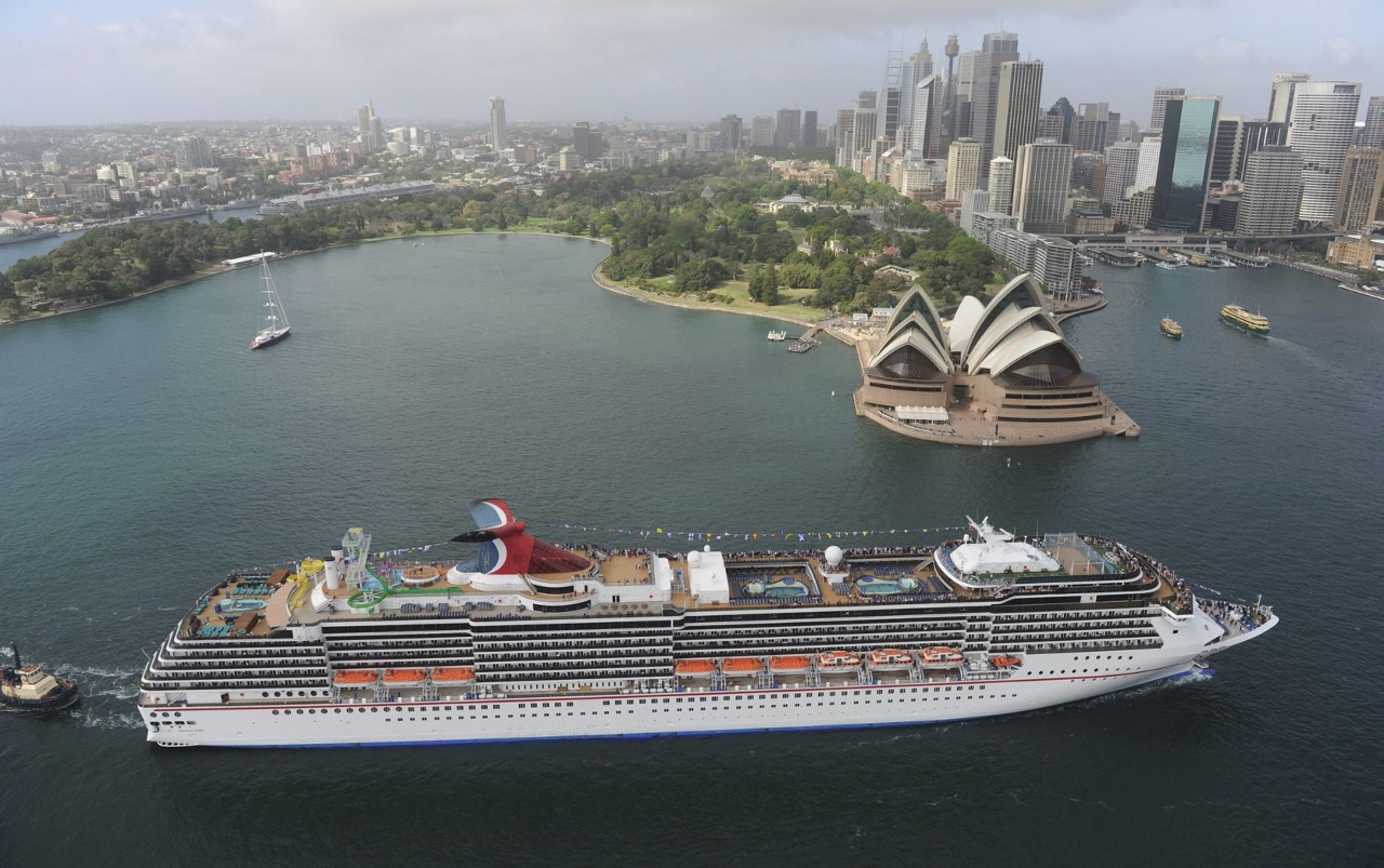 Carnival Spirit arrives in Sydney after a domestic cruise.