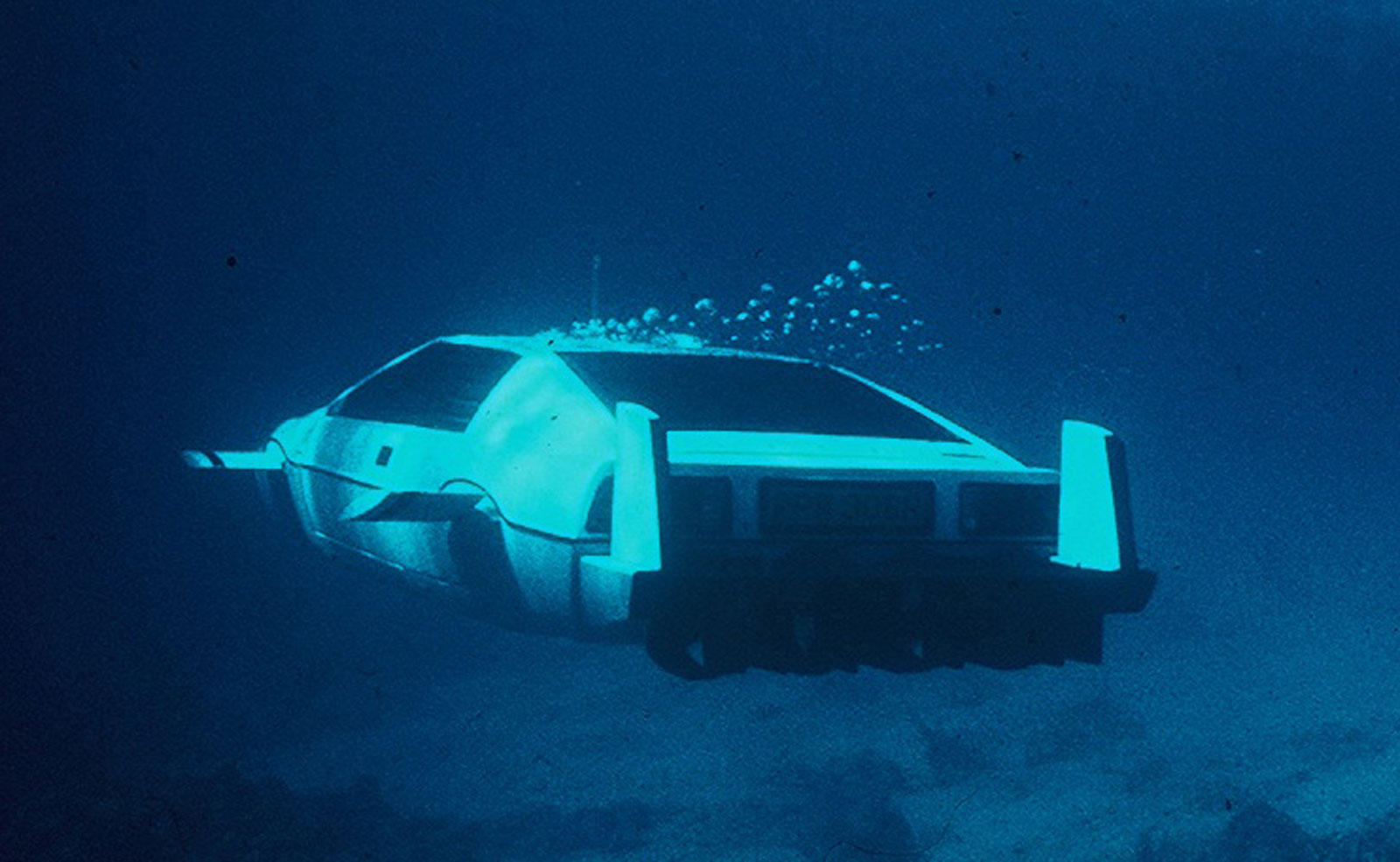 submersible-lotus-esprit-from-james-bond-flick-the-spy-who-loved-me_100431919_h