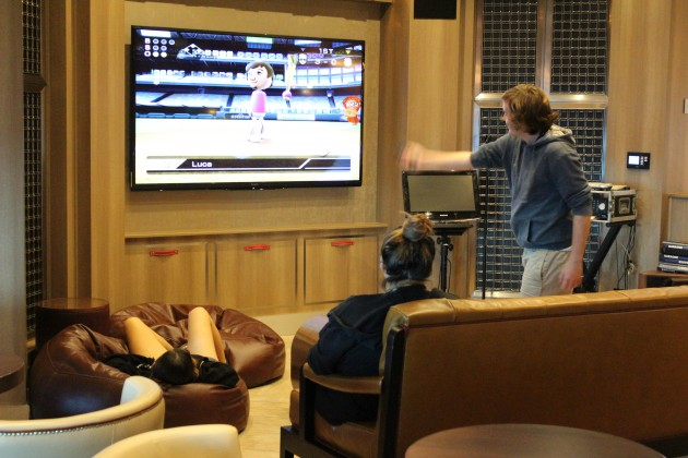 Durng the daytime, one of Explorer of the Seas' bars offers Nintendo Wii to play.