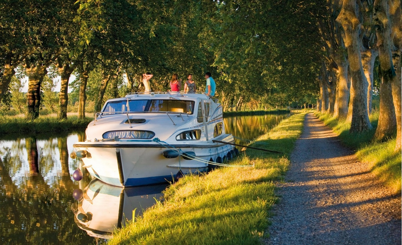 Le Boat on the Canal du Midi, France
