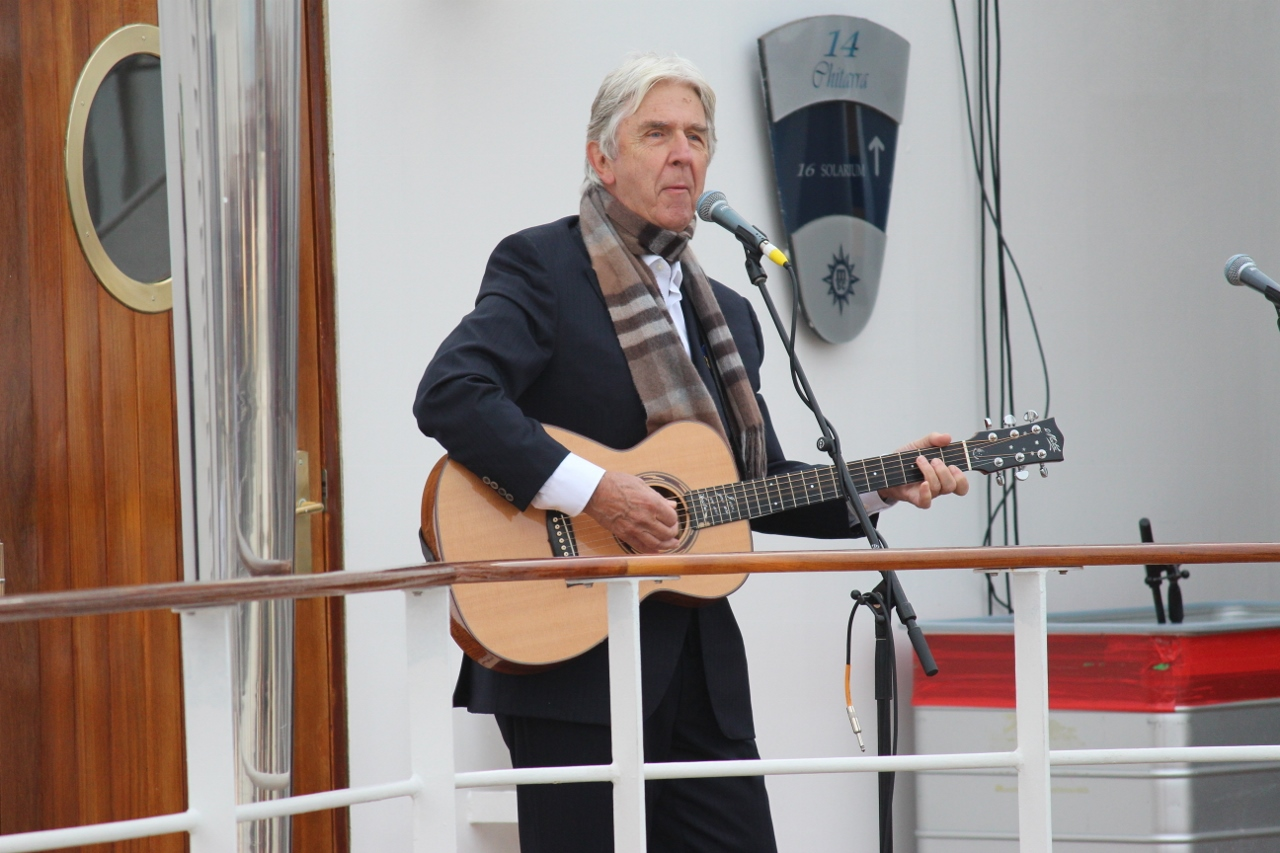 The Seekers member Bruce Woodley performed on MSC Orchestra.
