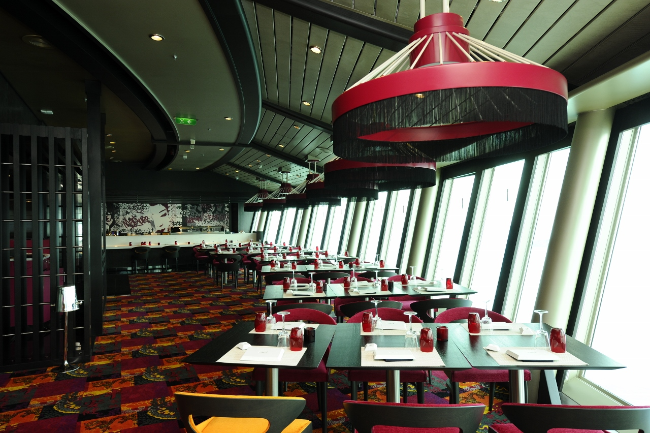 Japanese cuisine is served at Izumi Japanese on Voyager of the Seas.