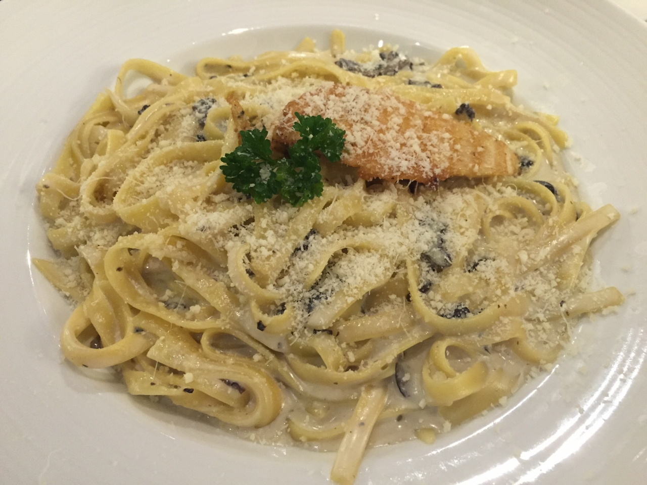 Fettucine pasta with chicken is one of the popular main courses you might find on the Carnival Spirit menu.
