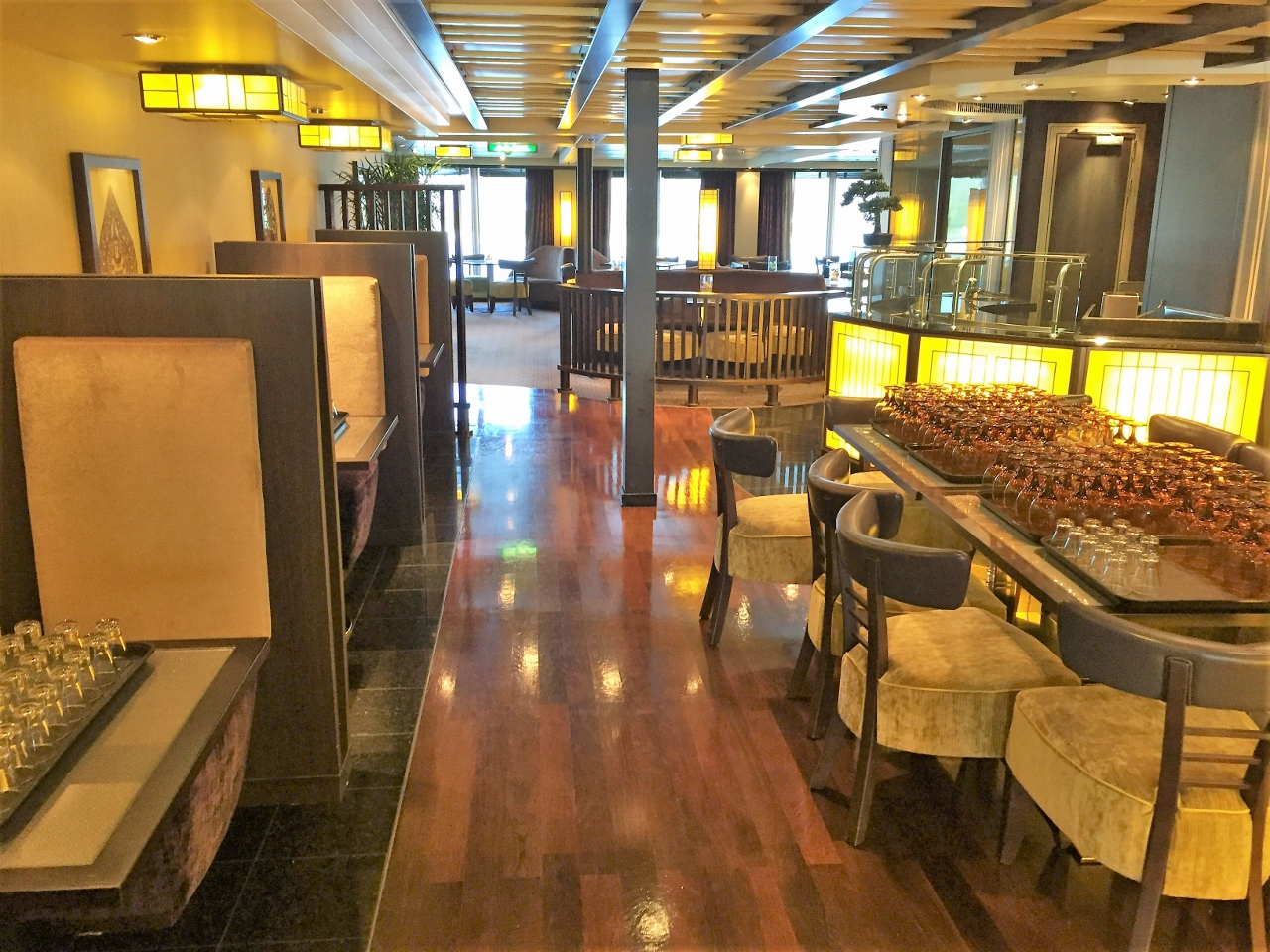 Tamarind Restaurant on MS Nieuw Amsterdam offers plenty of tables for parties of all sizes.