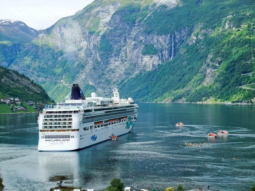 What Is Tendering And When Will I Do It On A Cruise Cruise Advice - Cruise ship norway