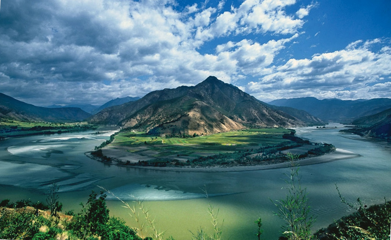 China's Yangtze River is extremely picturesque in many parts.