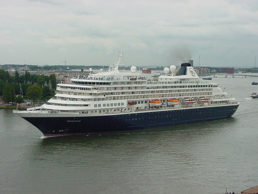 MS Prinsendam is the smallest ship in the Holland America Line fleet, catering to just less than 800 passengers.
