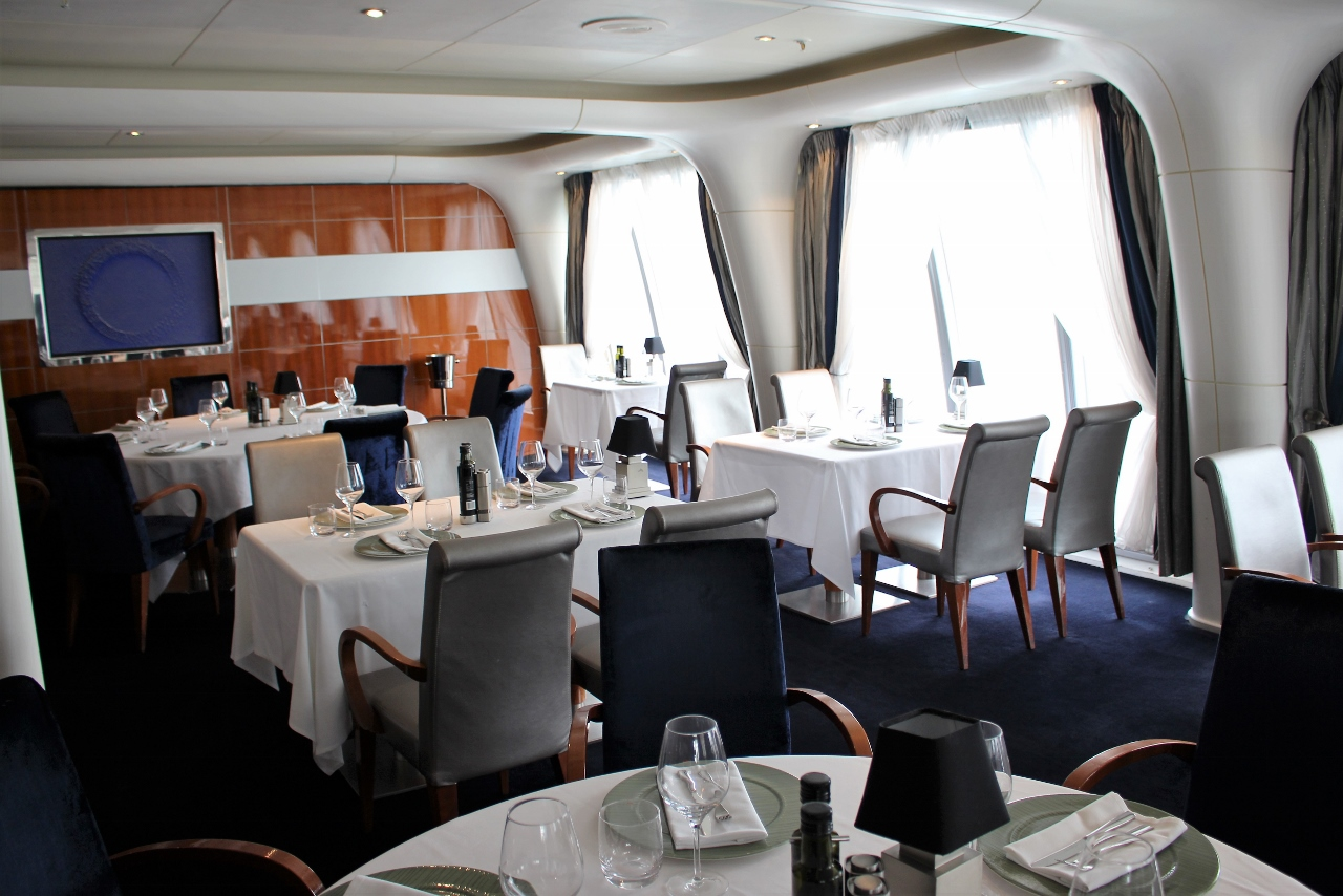 Fine dining by Aussie celebrity chef Luke Mangan on a P&O Cruises ship is a popular way to make any occasion romantic.