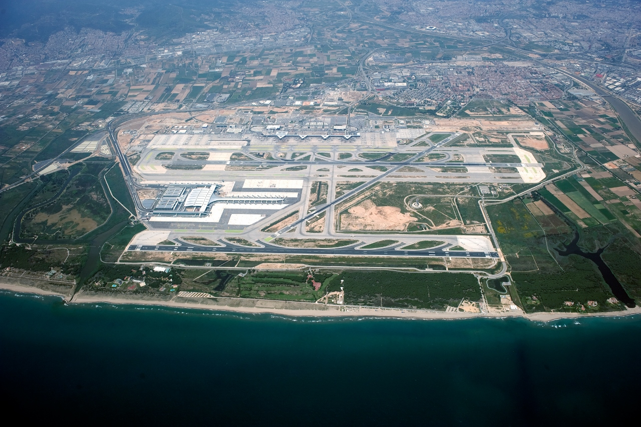With favourable traffic, Barcelona Airport is a short 20-minute drive from the centre of town.