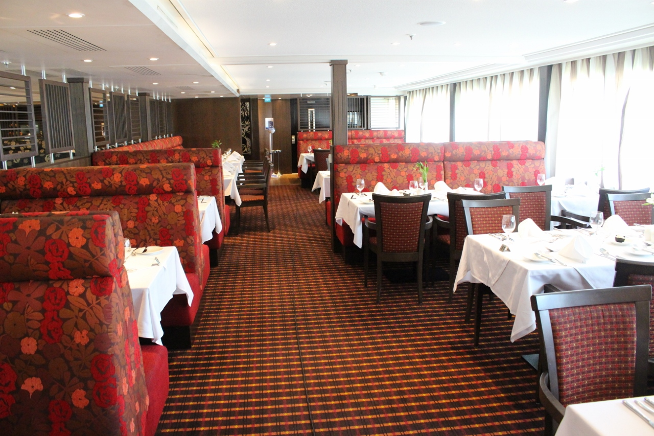 There's never a shortage of available seats in the main restaurant on AmaBella.
