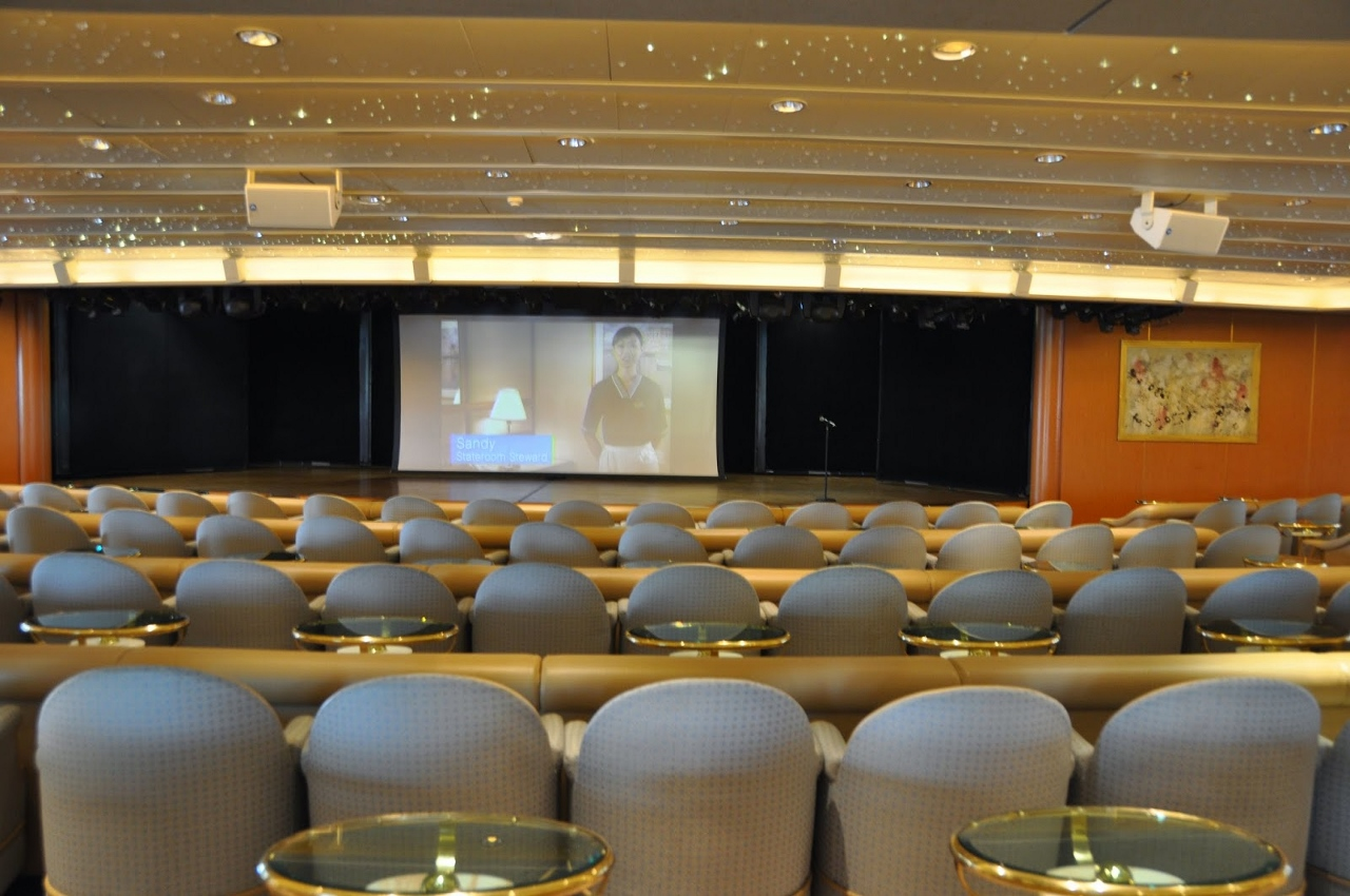 The Vista Show Lounge is a secondary lounge which many guests say has a better line of sight to the performance in front.