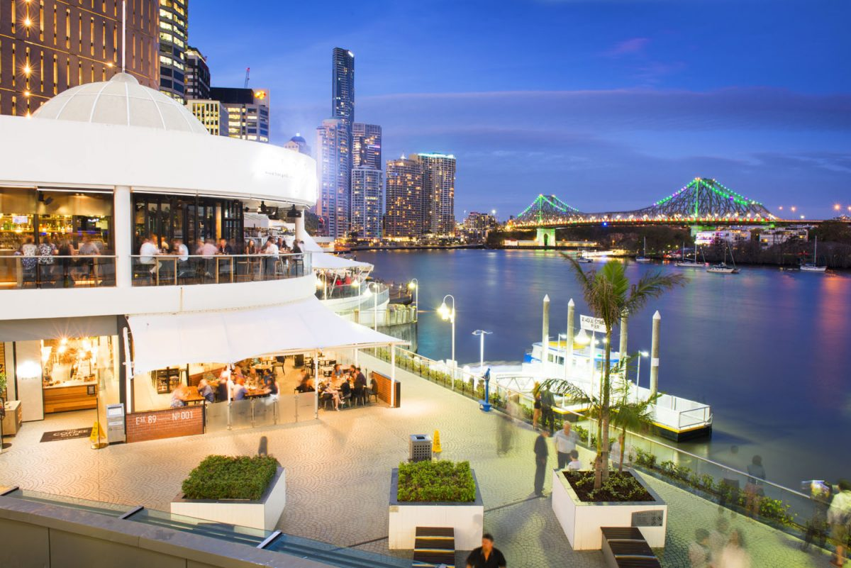 Eagle Street Pier offers amazing food blended with stunning views.