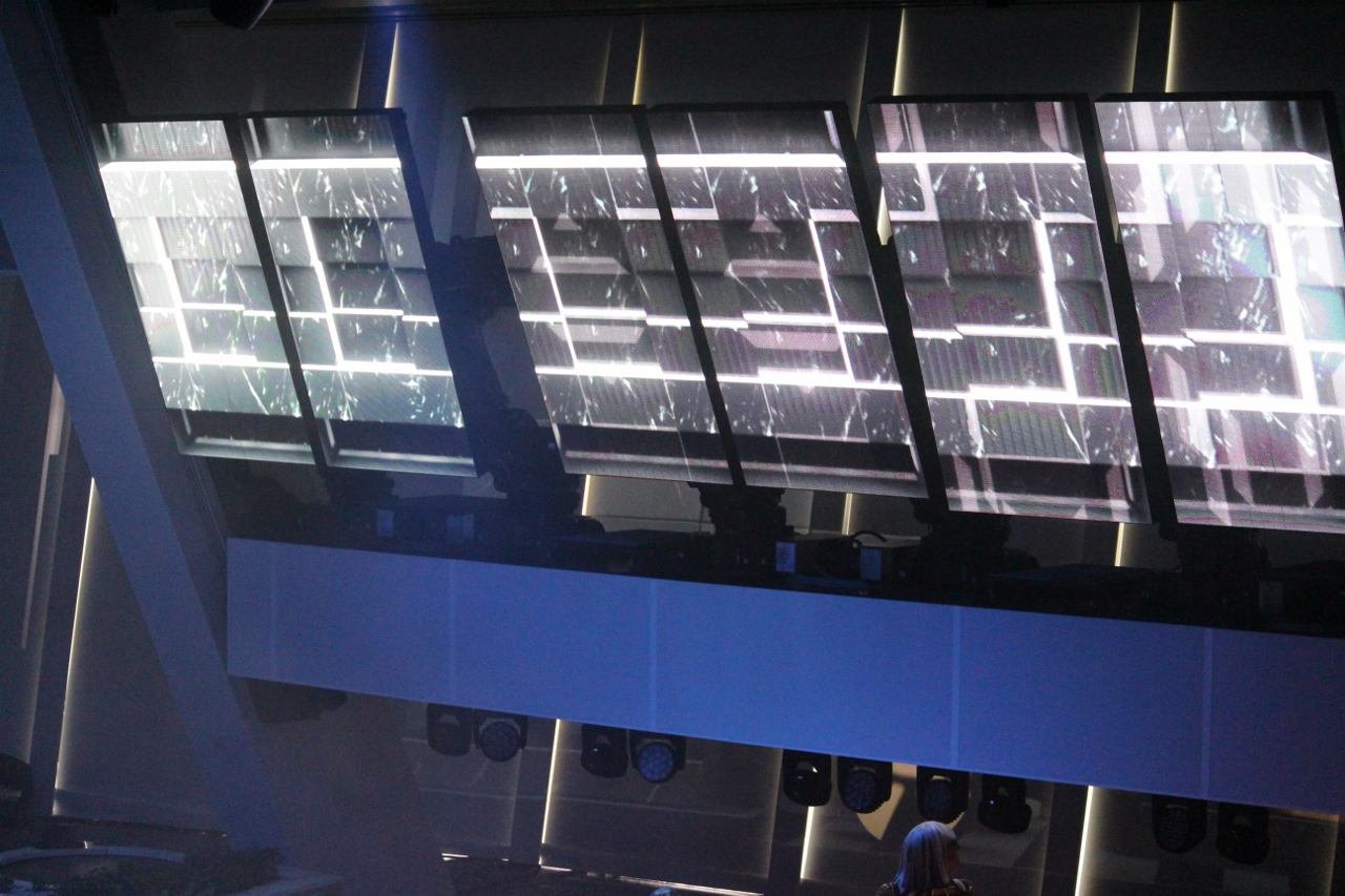 Combining music with lighting and movement, the Roboscreens and Robotic Arms will dazzle you with their abilities.