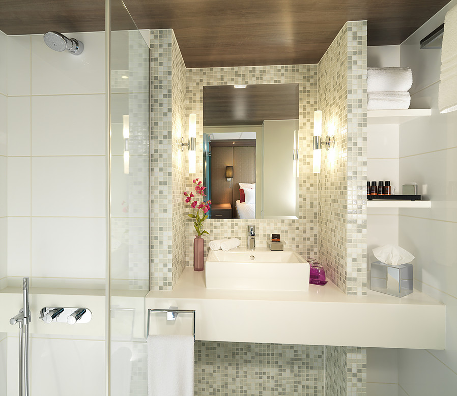 Guests in the eight suites have a very comfortable full size bathroom at their disposal.