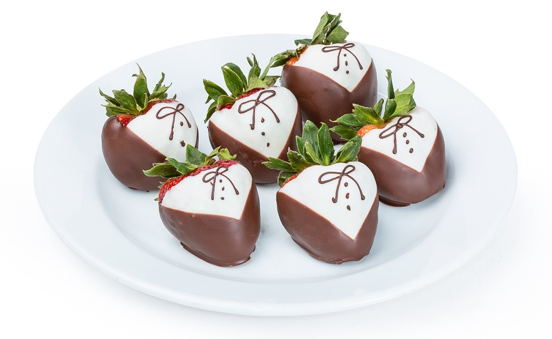 Who doesn't love chocolate covered strawberries? How about a plate of them in your cabin on arrival?